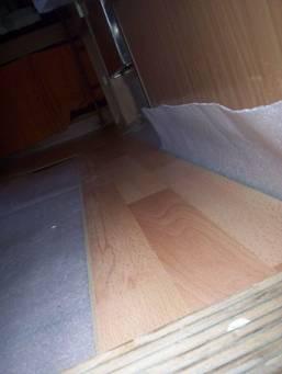 Cambiar un nuevo suelo en la caravana for Cambiar parquet